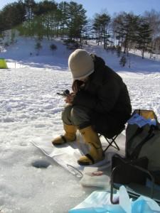 ワカサギ釣り初心者の道具や竿は?釣るコツは?氷上の装備は?